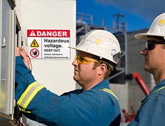 Sign warns workers of electrical danger